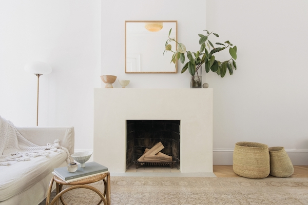 Tadelakt fireplace surround from Elizabeth Roberts Architecture (  image source  )