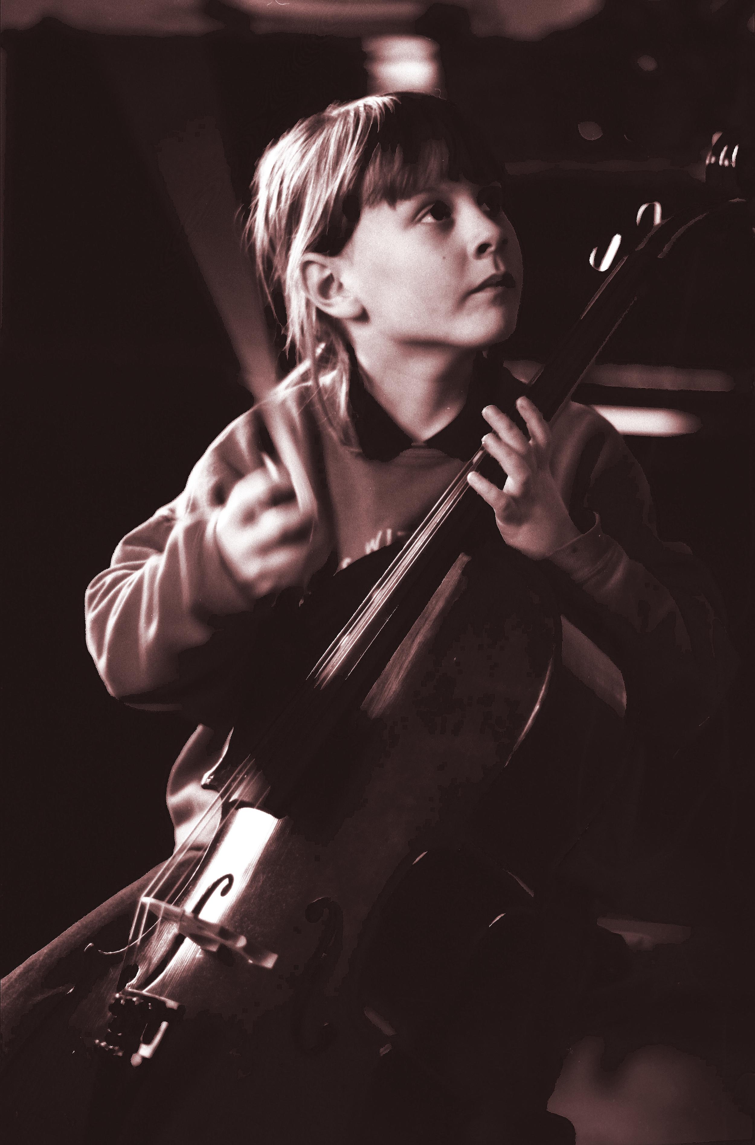 Cellist-WikiEdit1.jpg