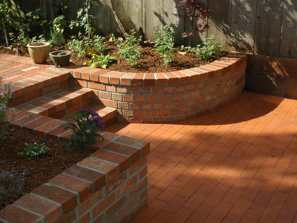 Artisans Landscape Rounded Brick Planter