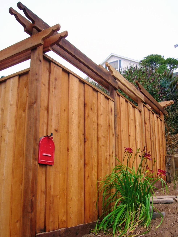 fence mailbox.JPG