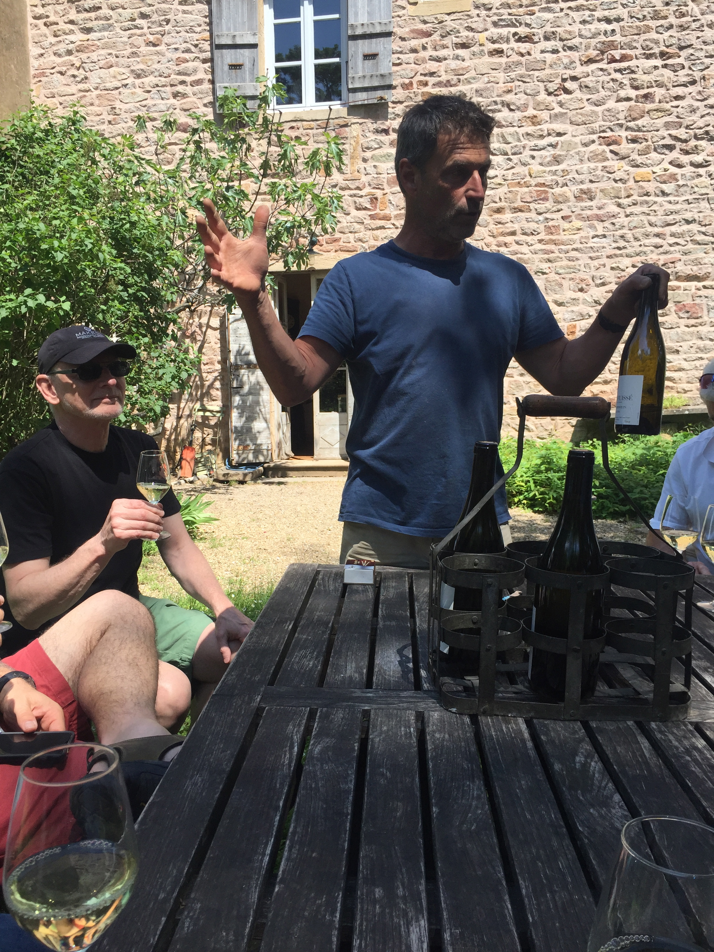 Tasting in the garden with  Fabio  at  Chateau des Rontets