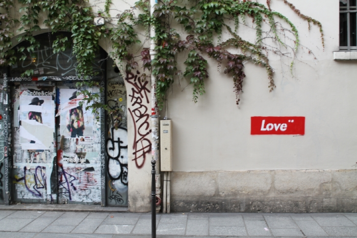 a tagger spread love all over the Marais district in Paris