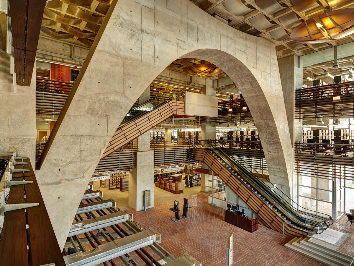 San Diego Central library Lobby 1798.jpg