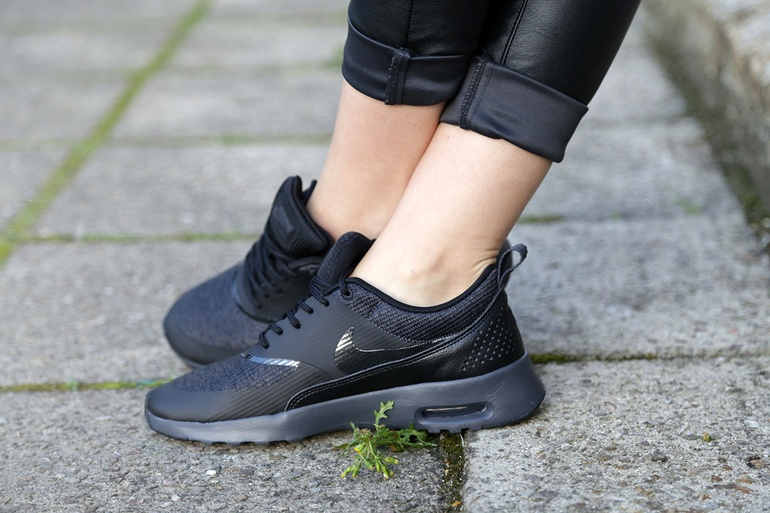 Nike Max Thea and a wonky shirt 4.jpg