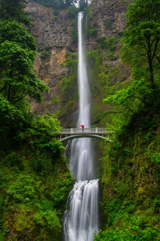 Multnomah Falls in the Columbia River Gorge near Portland, Oregon.