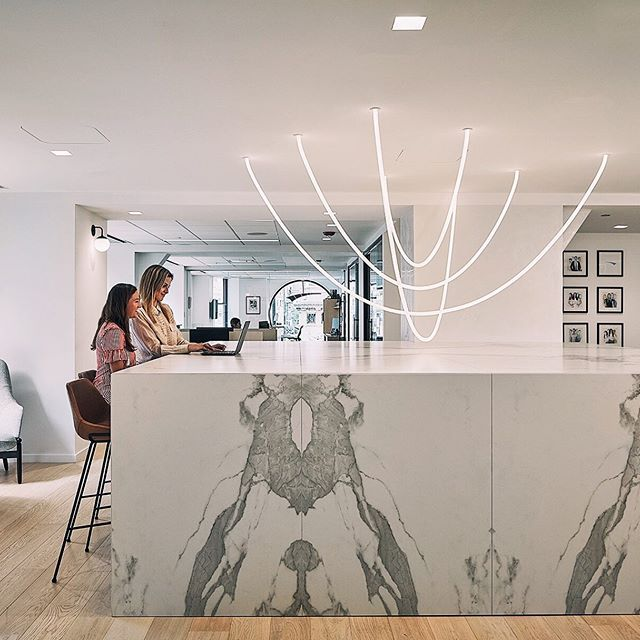 A recent Tracer Loop install with our flush mount hardware in this beautiful space designed by @pbdchicago and photographed by @tomharrisphotography. . . . . #lukelampco #lightingdesign #ropelight #interiordesign #moderndesign #designseek #workplace #officedesign #contemporarylighting #architecture #modern
