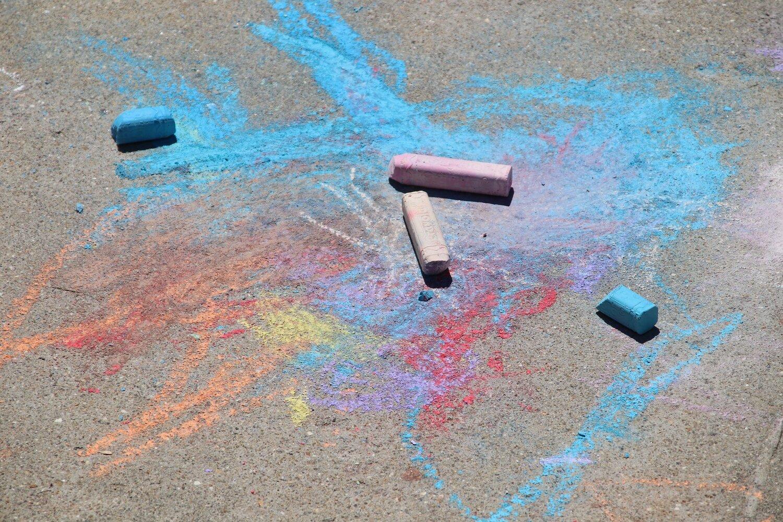 sidewalk-chalk-3367719_1920.jpg