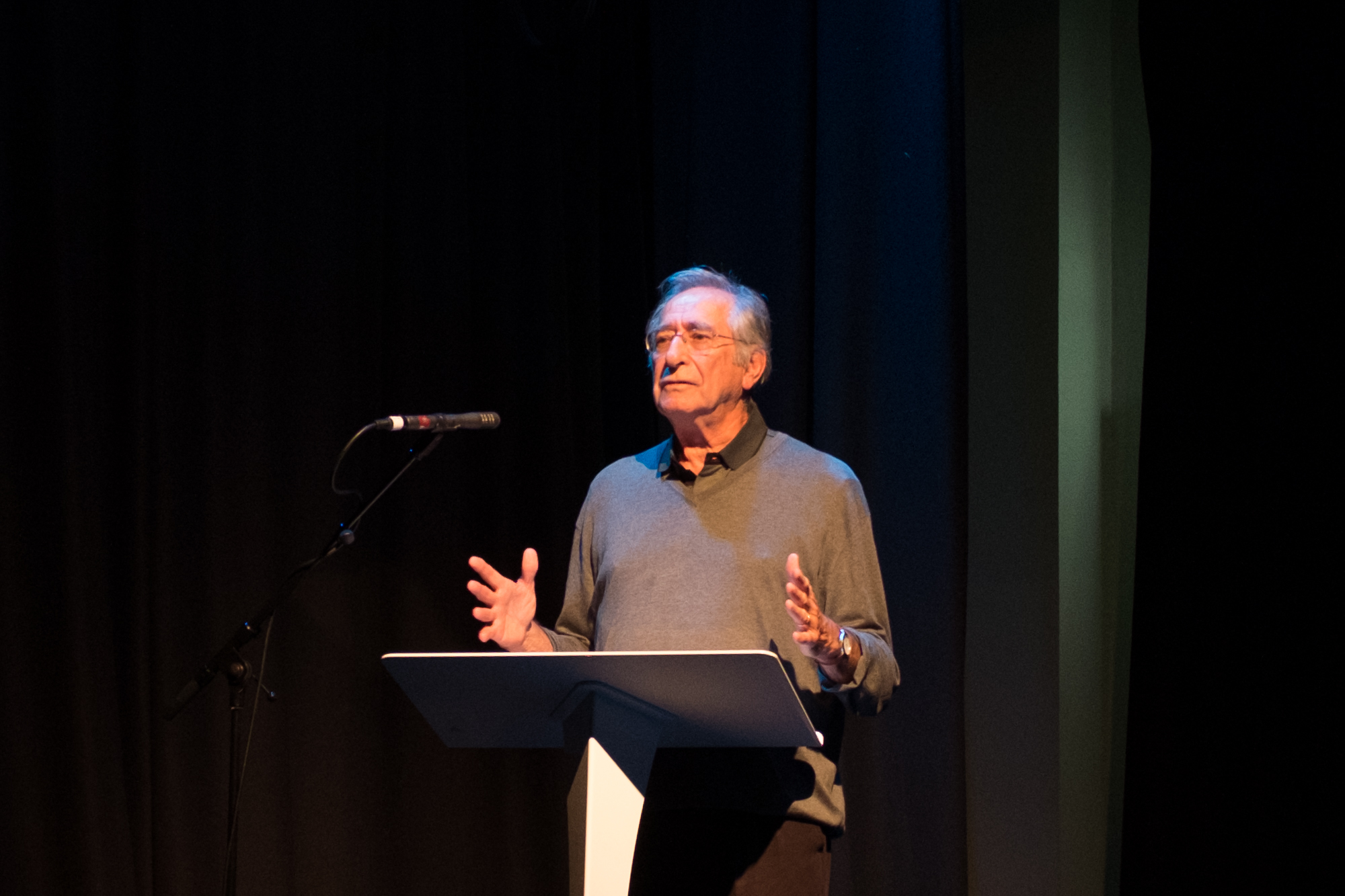 Chuck Rapoport speaking at the Aberfan conference held at Cardiff School of Journalism, Media and Cultural Studies, 8 September 2016. © Brian Carroll