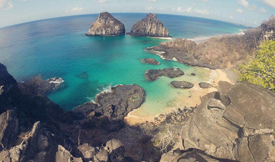 Mirante para a famosa Baía dos Porcos - cartão postal de Fernando de Noronha