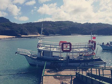 Barco onde foi realizado a Prancha VIP. Durante o passeio, ele anda no máximo a 3 km/h.