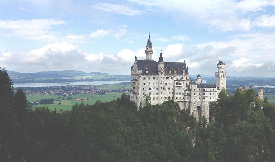 Vista para o casteloNeuschwanstein da Marienbrucke.