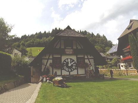Relógio Rival (Untertalstraße, 28 - Schonach), construído em 1980. Como não pode competir no tamanho,se considera o mais antigo do mundo.
