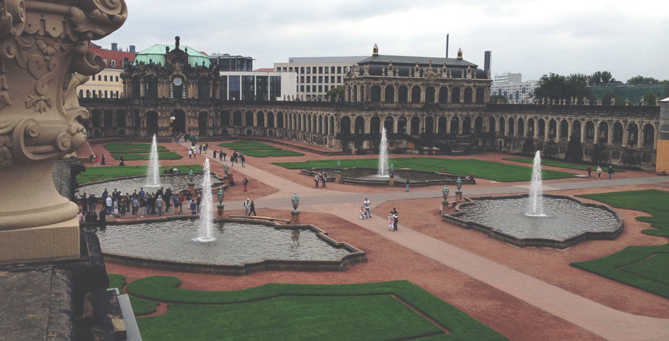 Pátio interno do Zwinger, que foi totalmente reconstruído após a Segunda Guerra.