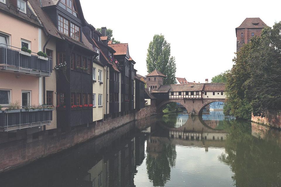 Passeando pela cidade velha (Altstadt) de Nurembergue, onde ainda guarda algumas características medievais.