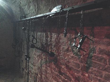 Objetos de tortura, hoje usados para exposição.
