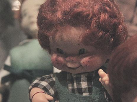 Boneco que lembrava bastante o Chuck, no Spielzeugmuseum.