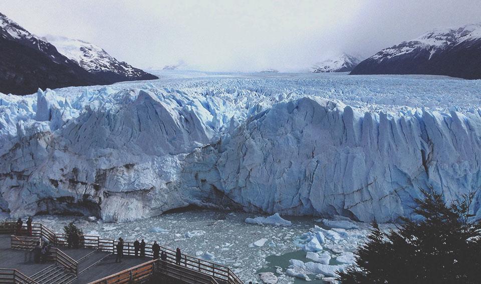 Mirante para o famoso Glaciar Perito Moreno, uma geleira próxima à cidade de El Calafate.