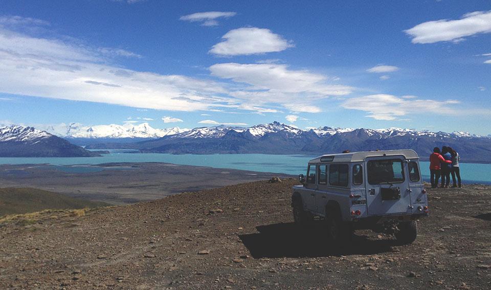 Vista para o Lago Argentino durante o passeio Cerro Frías, através do qual visitamos pampas e morros ao redor de El Calafate.