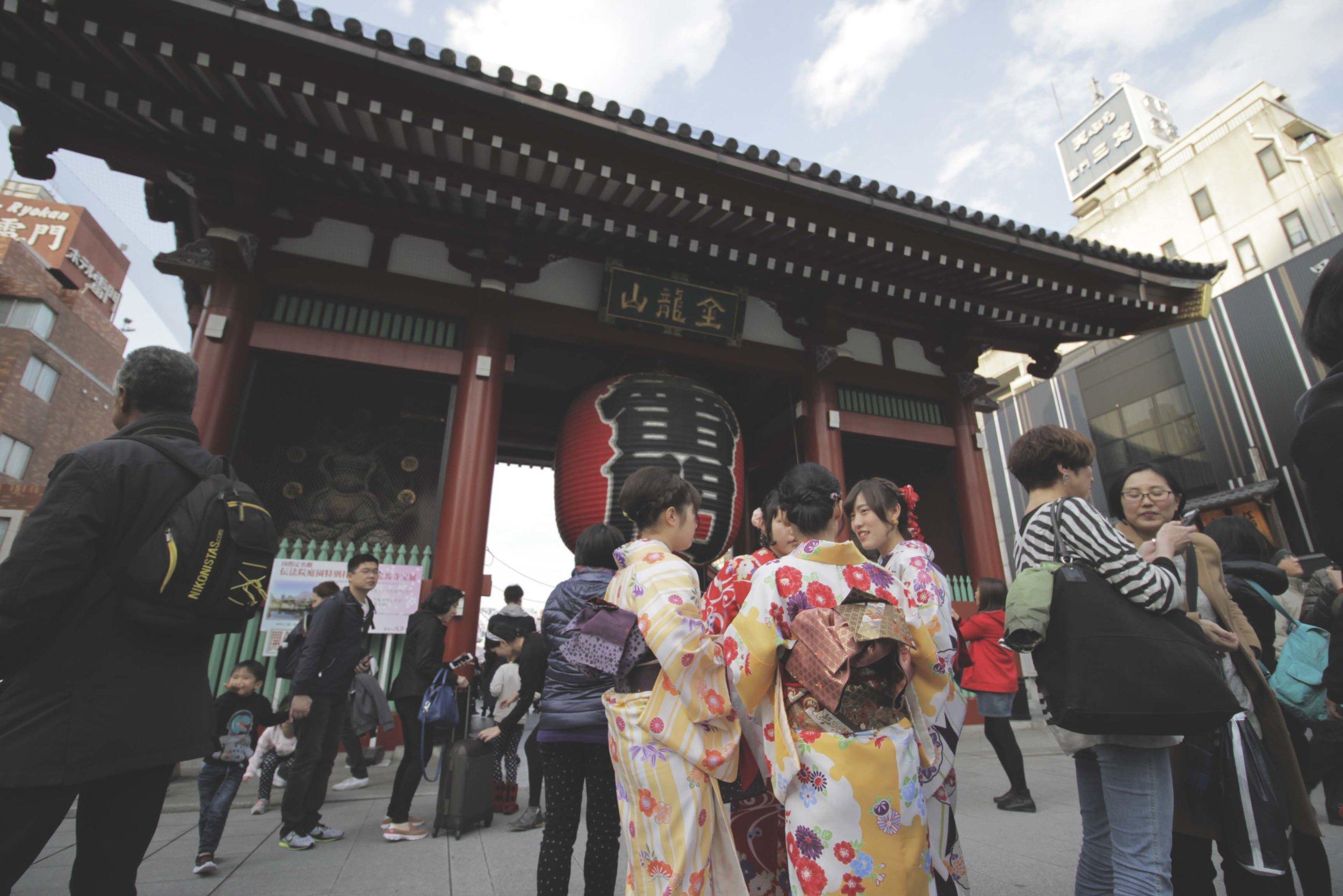 Portal vermelho, do templo Senso-Ji,que é protegido pelas estátuas dos deuses do vento e do trovão