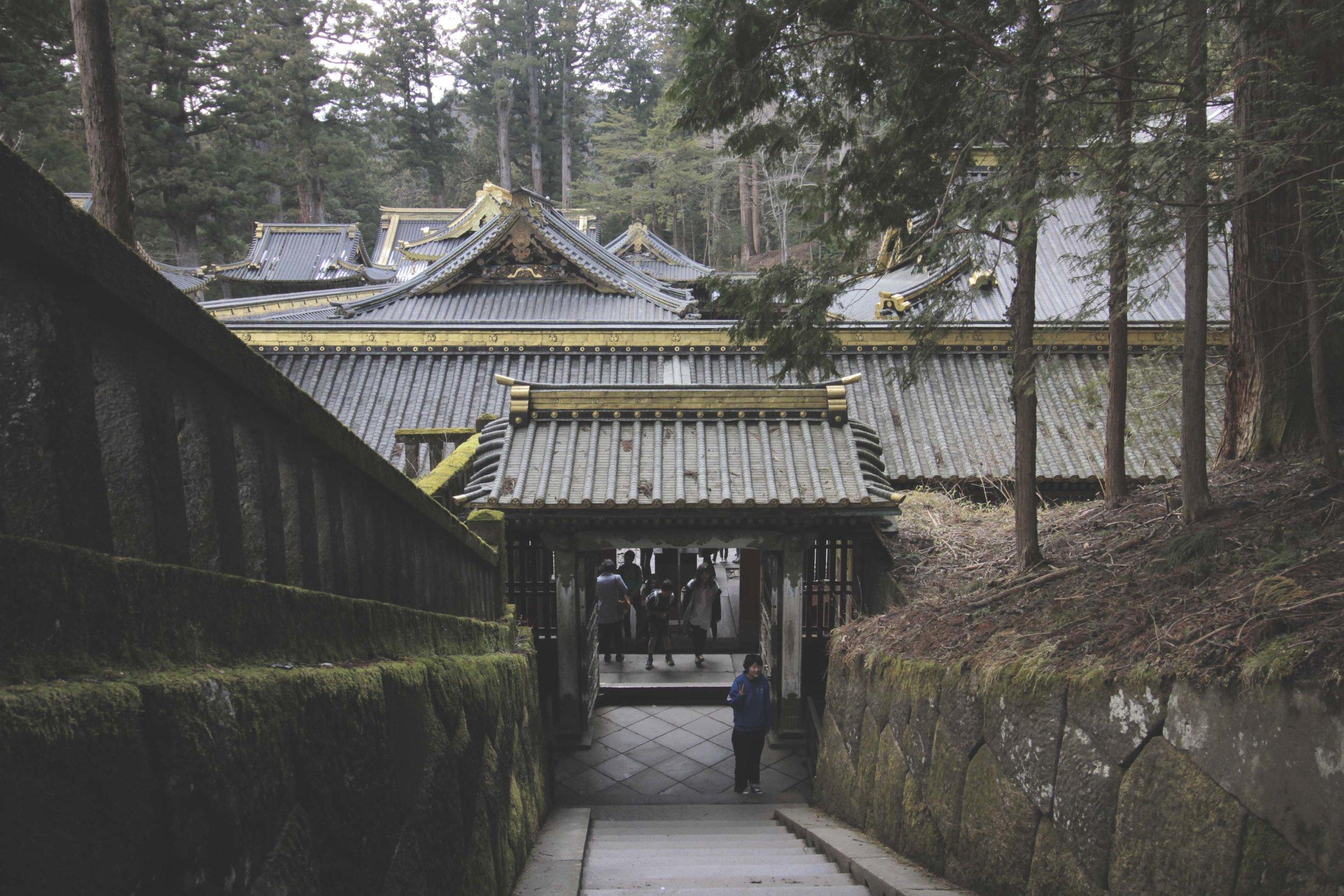 Caminhos e telhados do complexo de templos do Tosho-Gu.