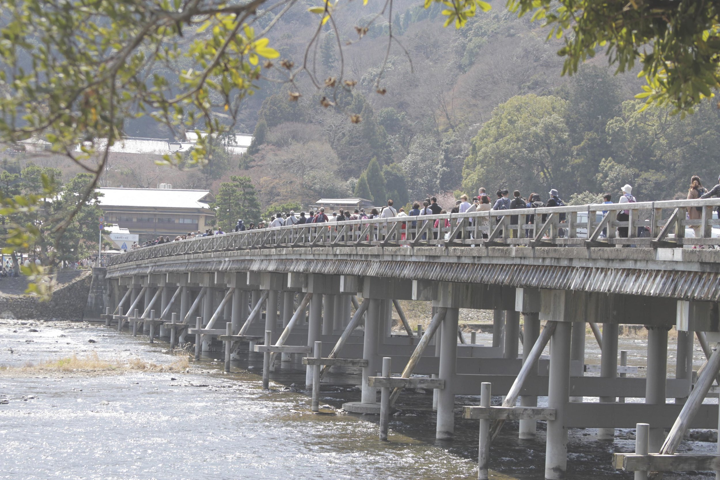 Ponte Togetsukyo, em Arashiyama. O início da caminhada até o parque dos macacos fica próximo do final da ponte.