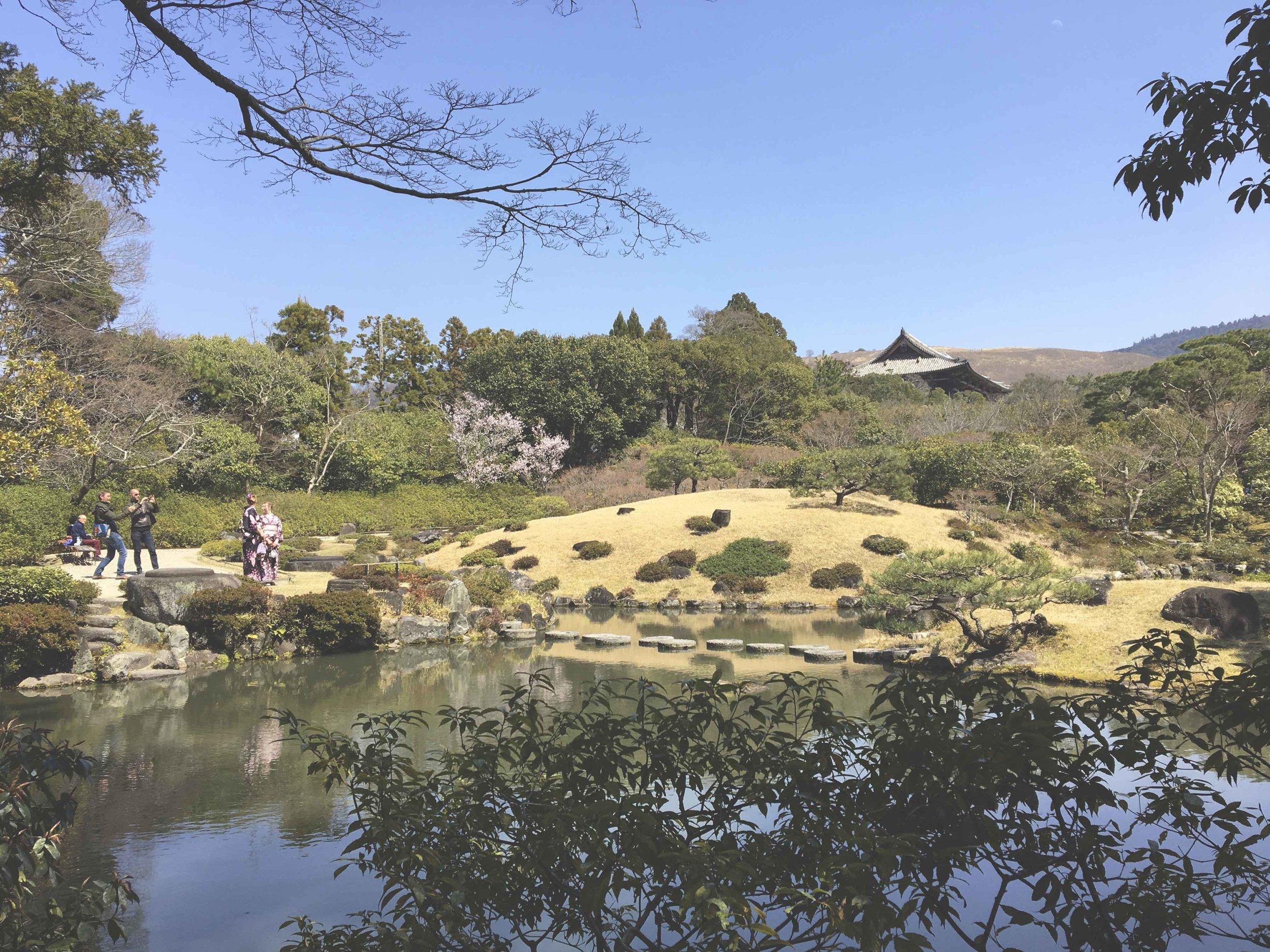 Lago do jardim Isui-En, em Nara.