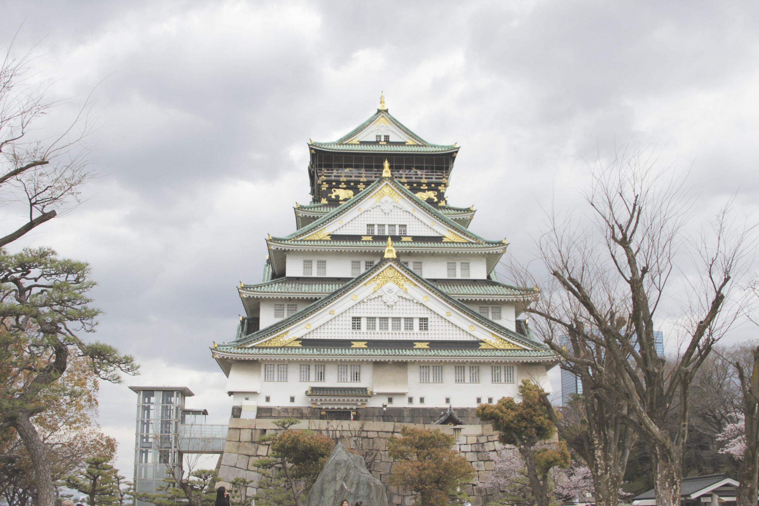 O imperial castelo de Osaka que virou um interessante museu.