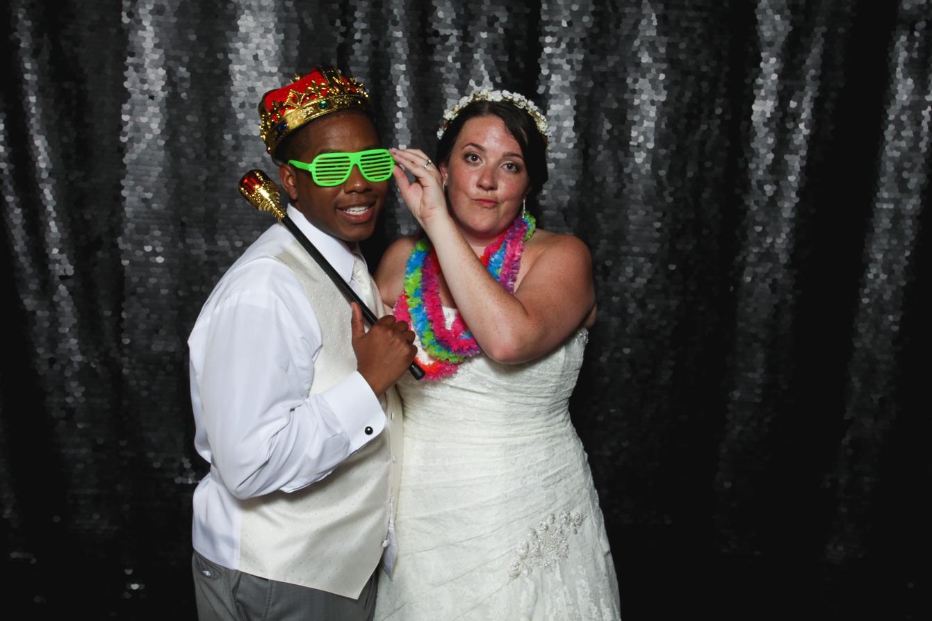 wedding-photo-booth-fun