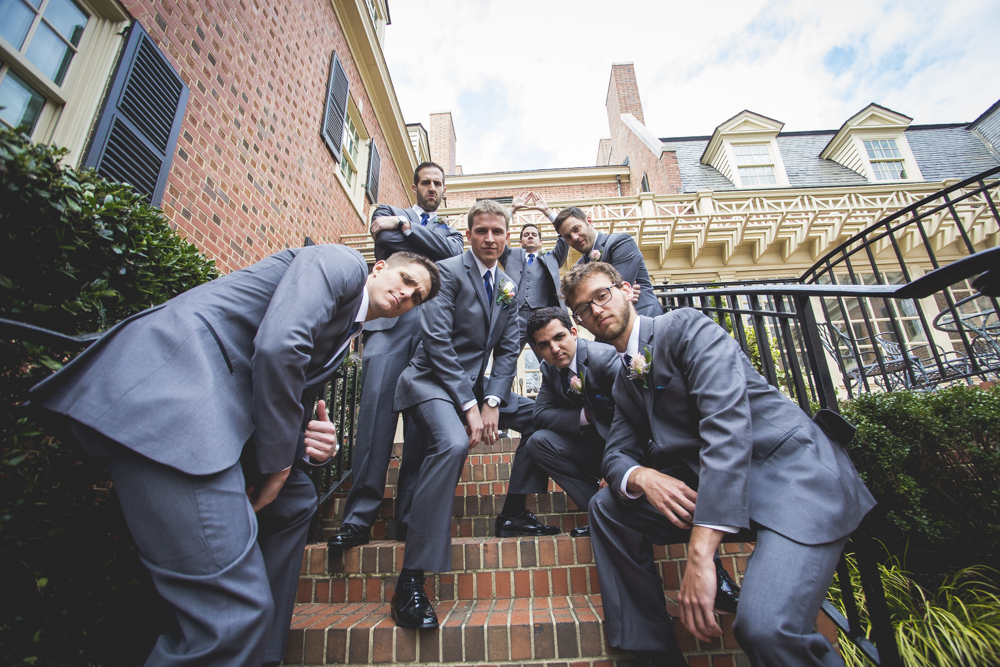 funny-groomsmen-wedding-photos