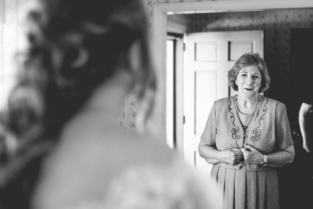 grandma-sees-granddaughter-in-wedding-dress