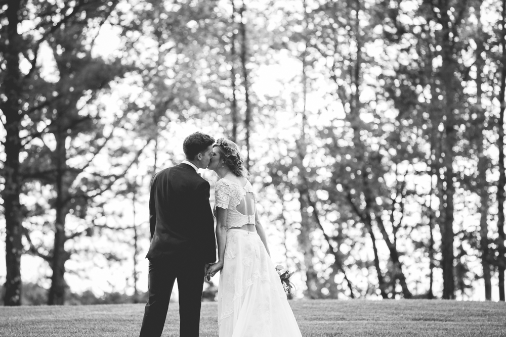 bride-and-groom-kiss-at-their-home-estate
