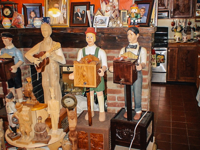 Musical Characters Walkers Sawmill Wood Carving 3.jpg