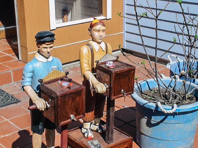 Musical Characters Walkers Sawmill Wood Carving 1.jpg