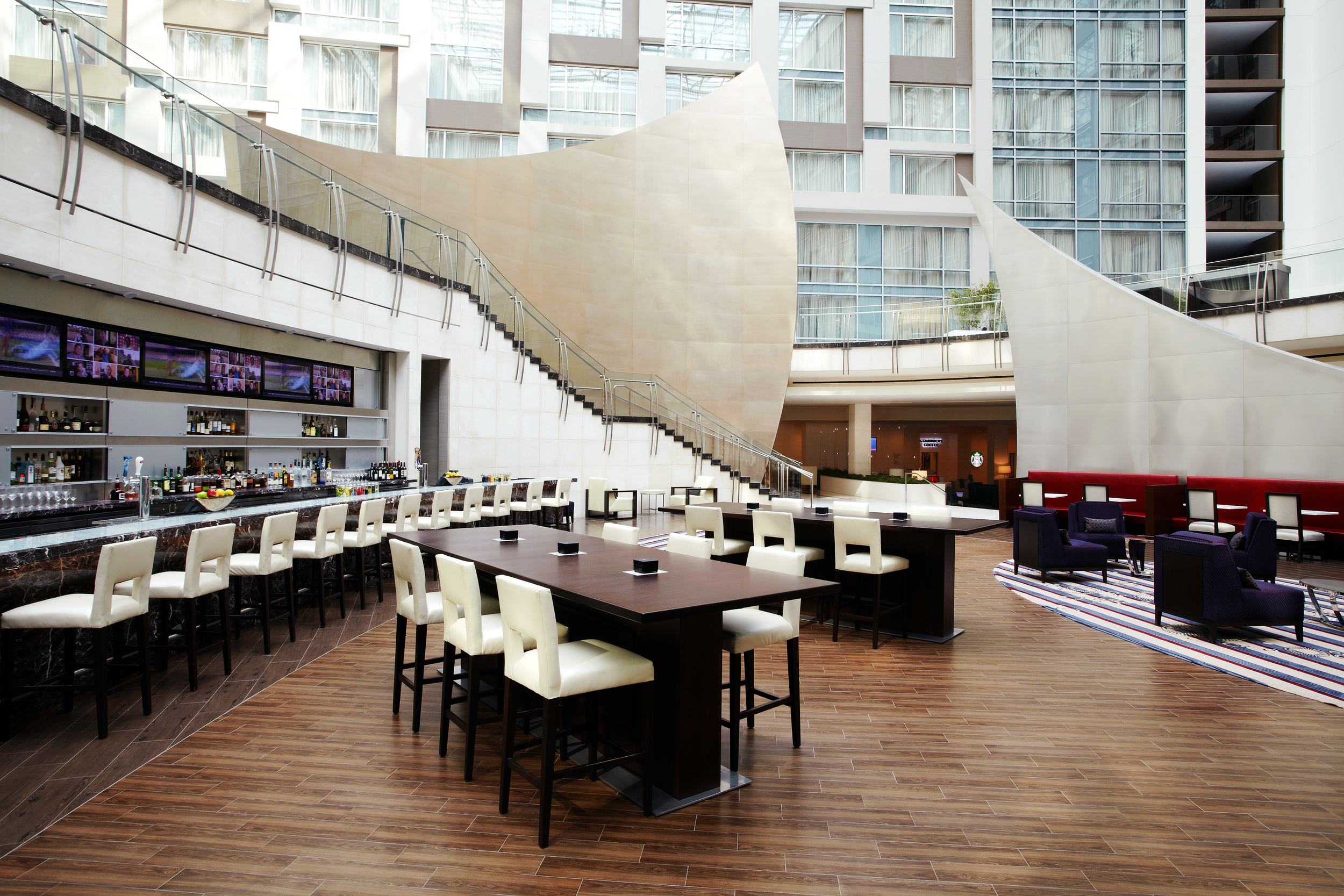 Marriott_Marquis_DC_Lobby_Bar_218788.jpg