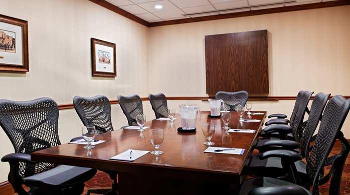GI_boardroom001_21_698x390.jpg