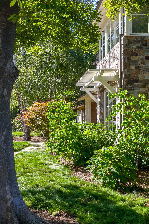 Facade-Atherton-residence-garden.jpg