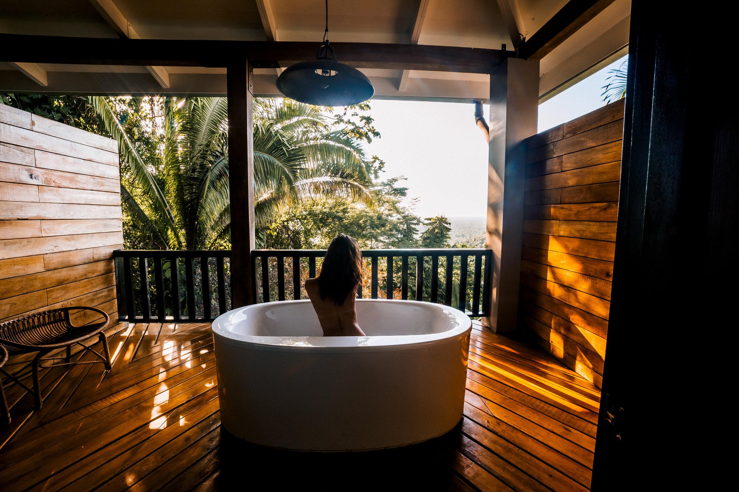 Canopy Suite Outdoor Bath (2).jpg