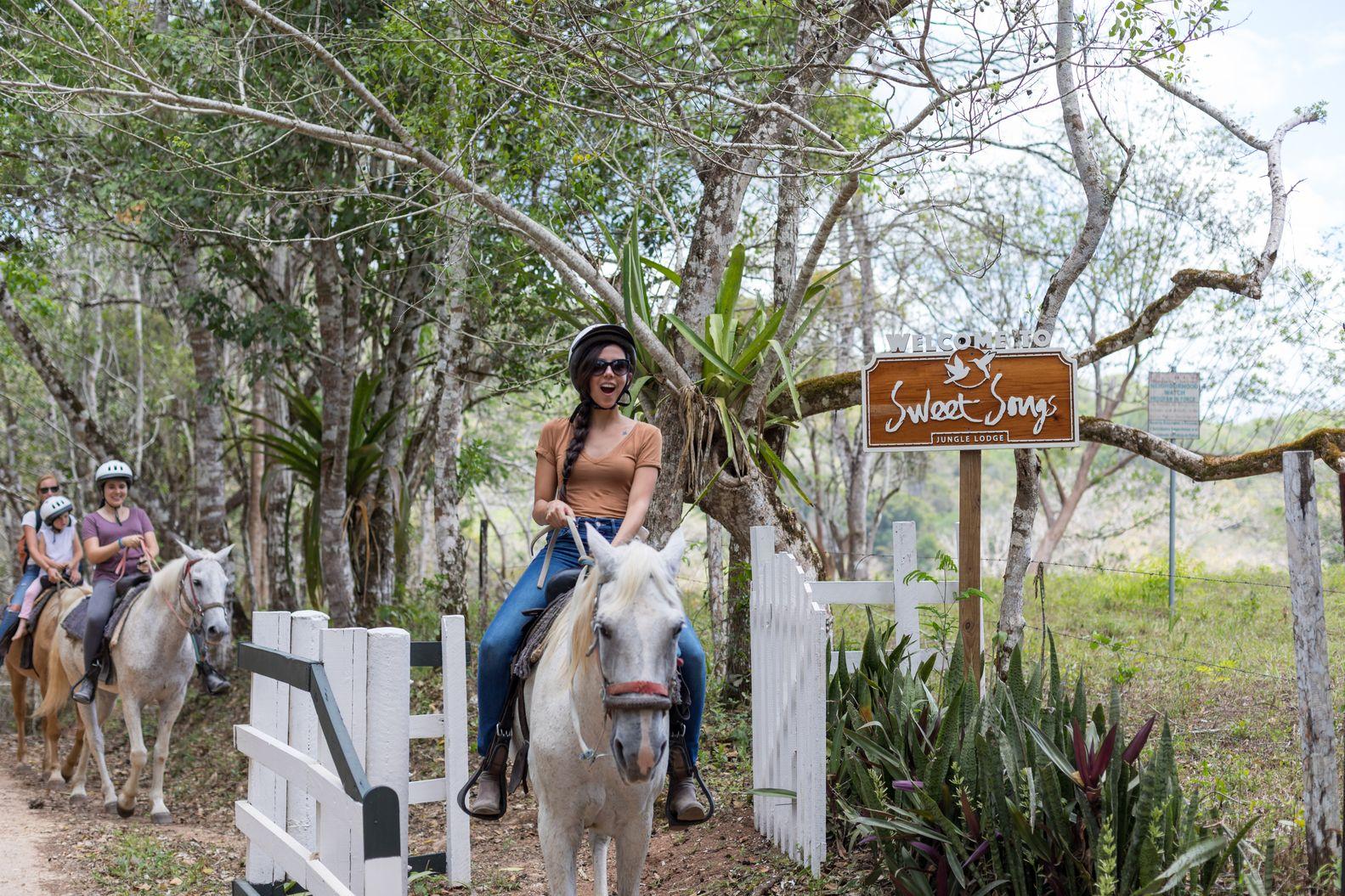 Copy of 2190417sssbz00_horse-back-riding-1039.jpeg