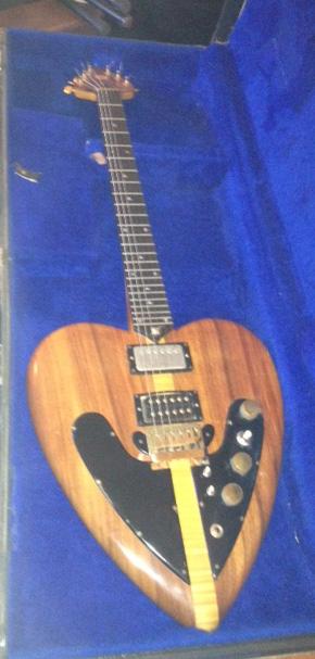 heart guitar.JPG