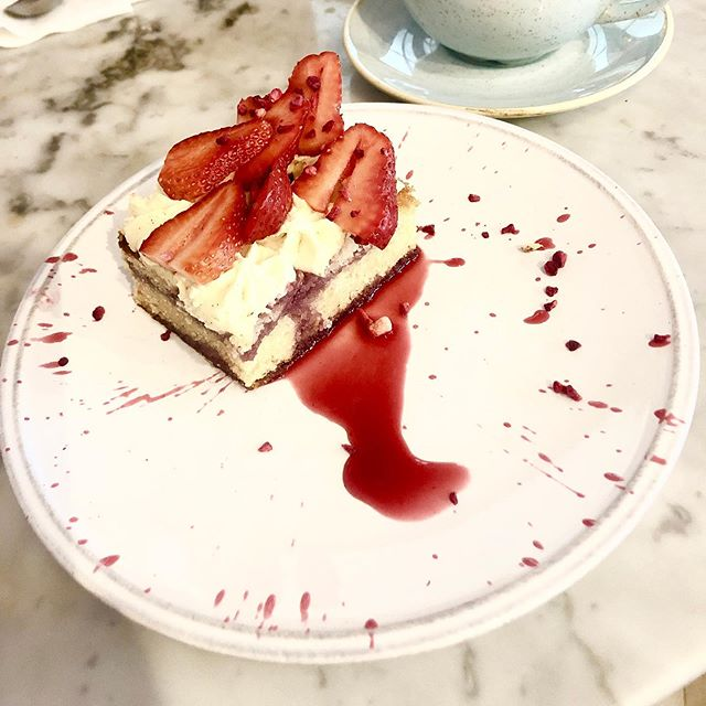 For the best Sunday afternoon treats, visit Arthur's Restaurant at @libertylondon 🍰 #AfternoonTea #Arthurs #LibertyLondon #victoriasponge #cakesofinstagram #TODLoves #TODEatDrinkDo #TheObsessionDiary