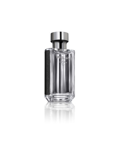 Prada L'Homme is a meeting of Prada signature fragrance ingredients, Iris and Amber, sitting on a base of neroli, geranium and patchouli. The character is masculine yet not overbearing.