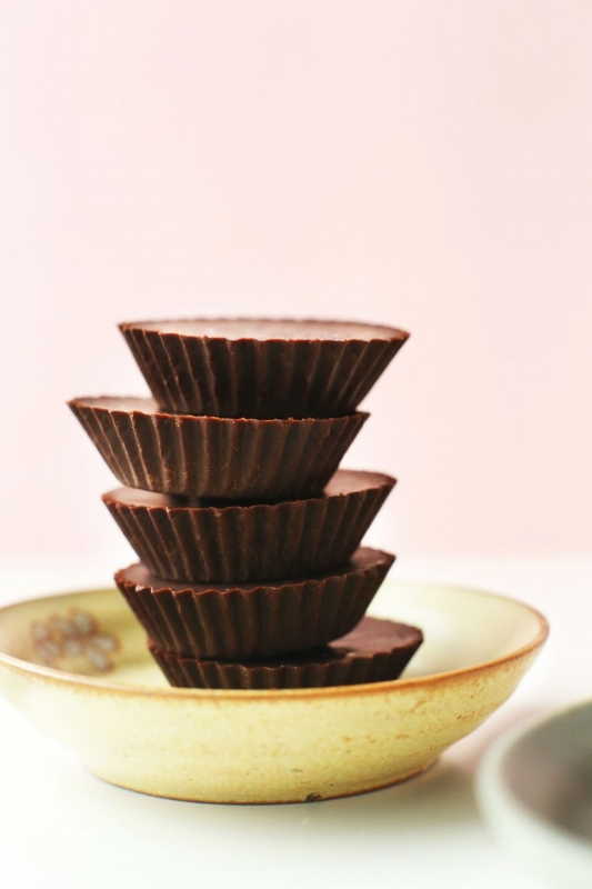 EASY-Homemade-Vegan-Chocolate-Recipe-Simple-ingredients-naturally-sweetened-BETTER-than-storebought-vegan-chocolate-glutenfree-dessert-recipe-easy-768x1152.jpg