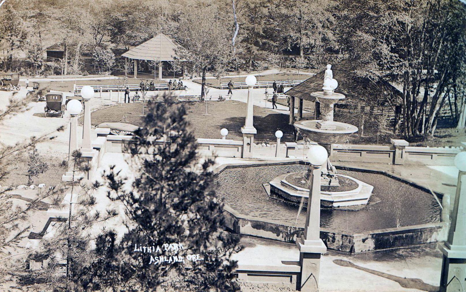 Butler_Perozzi_Fountain_Ashland_OR 1927.jpg.jpeg