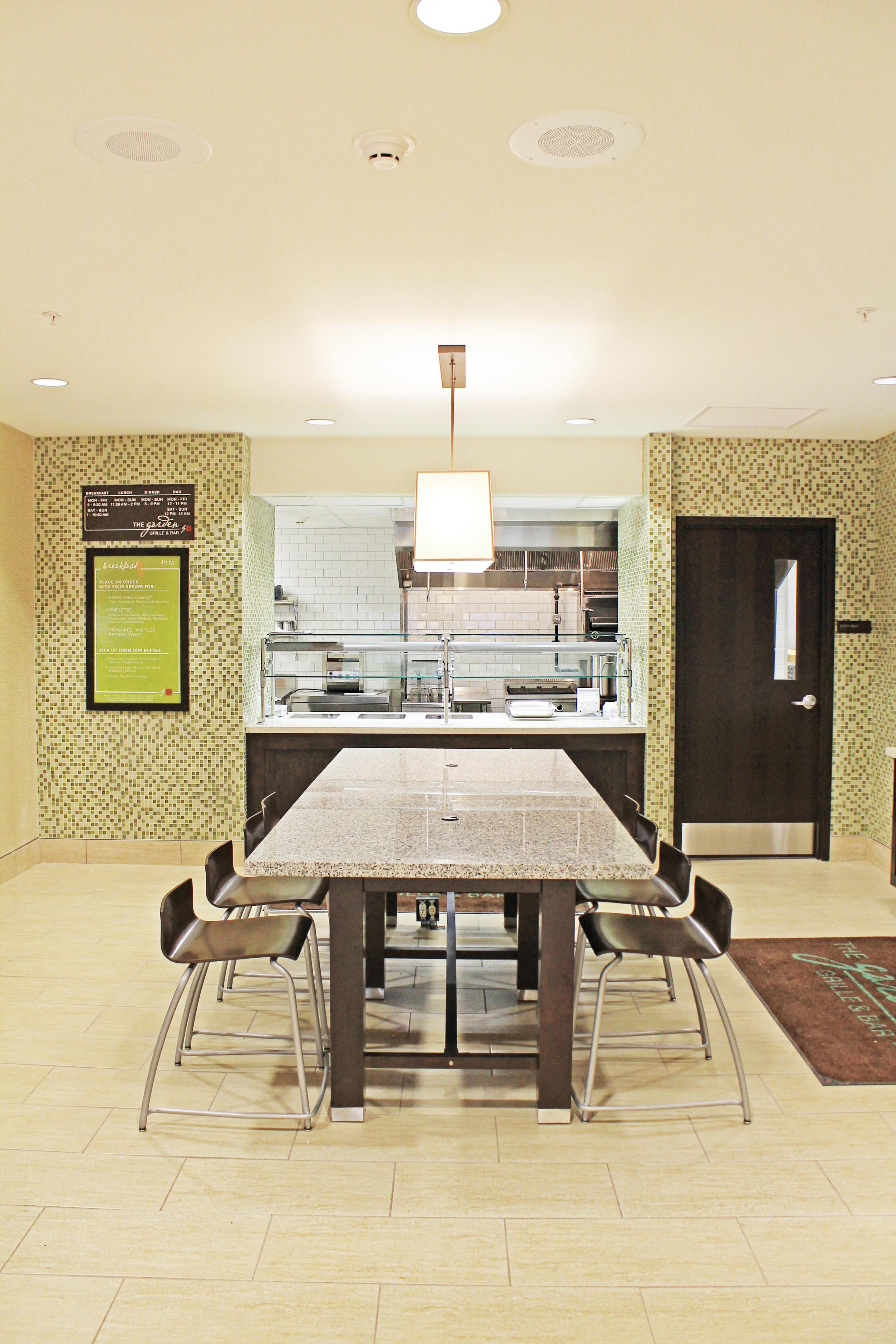 HiltonBar&Grille_BreakfastNook.jpg