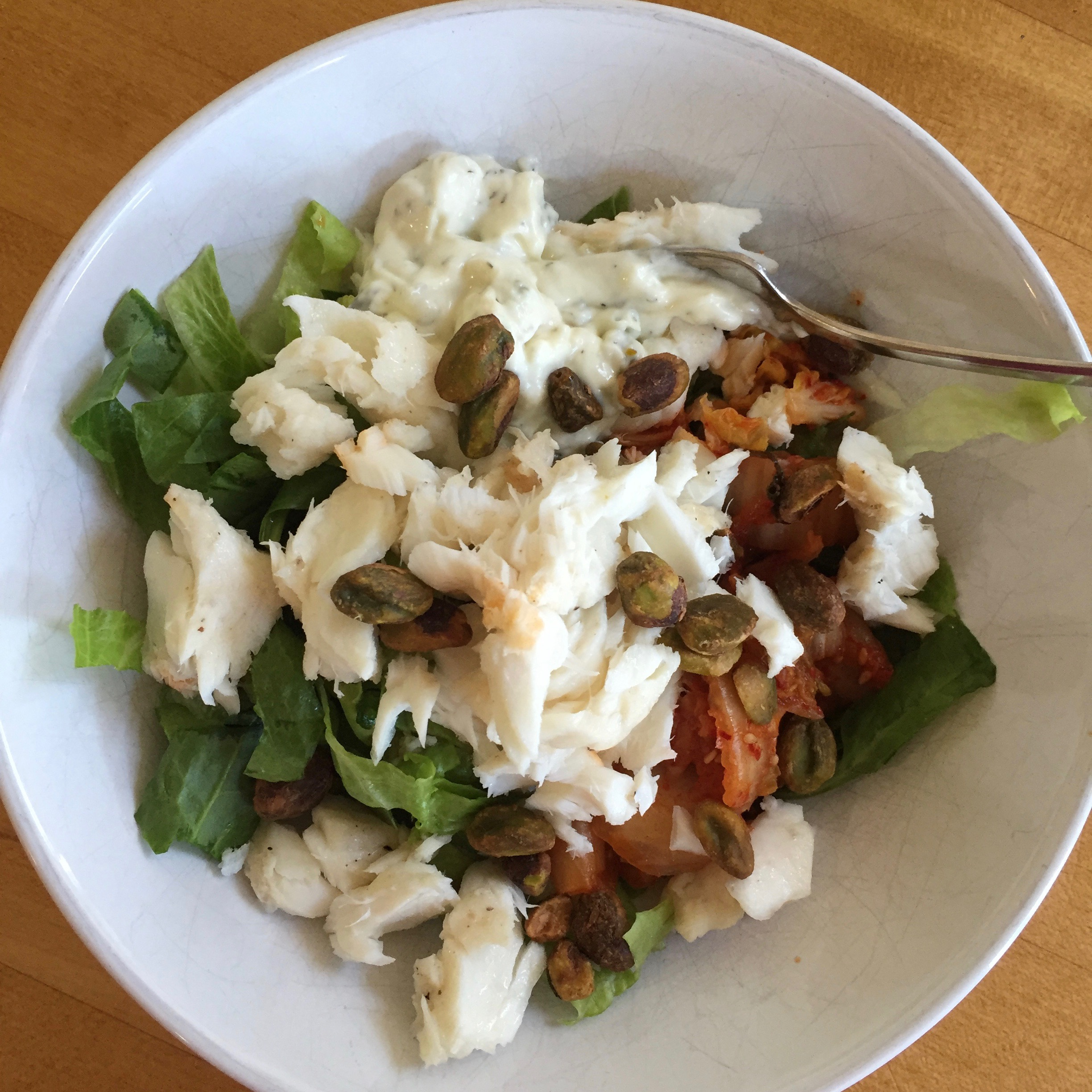 Left over tilapia on a bed of romaine and spinach with a little Kimchi (yes, I'm learning to like it!), pistachio nuts and homemade tartar sauce/dressing. Serious YUM.