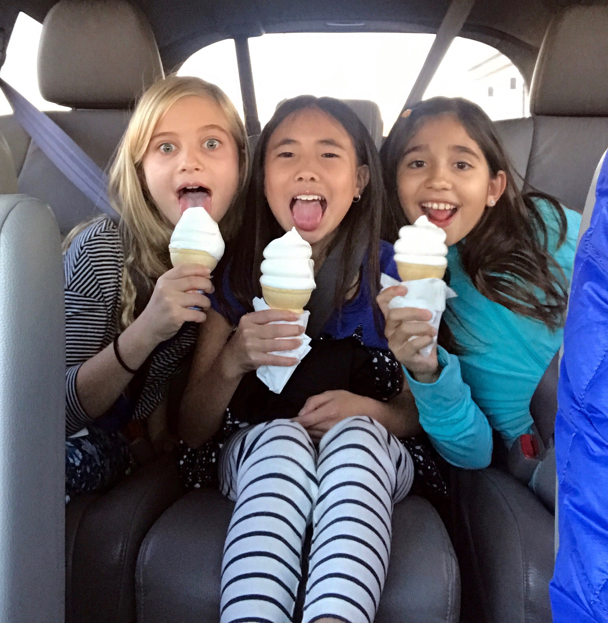 The triple play-date with Addie's friends, Maia (on the left) and Nina (on the right) 🍦🍦🍦