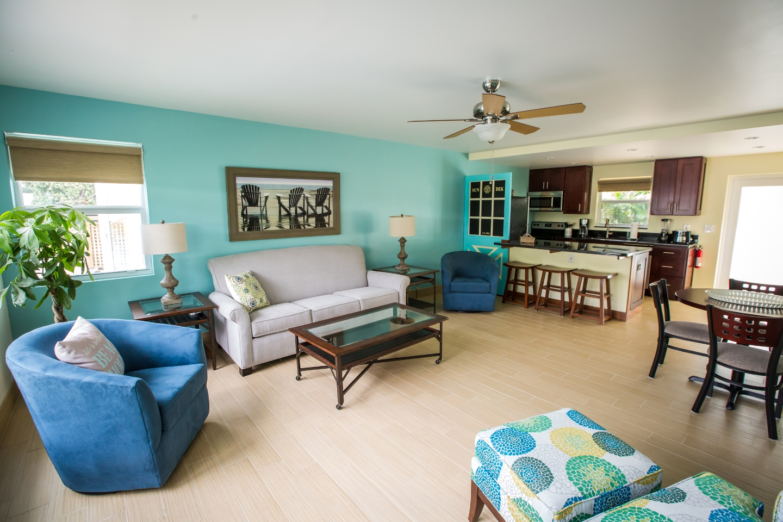 One-Bedroom Deluxe Suite Living