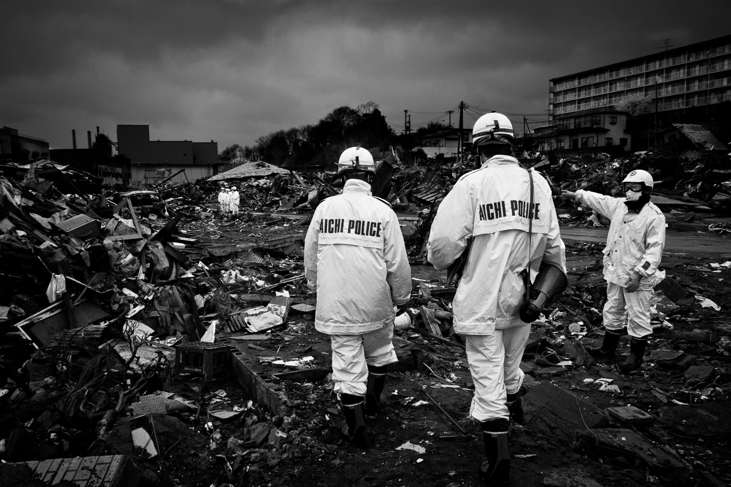 Police forces from all over the country are searching the rubble for bodies, in an increasing smell of decay.