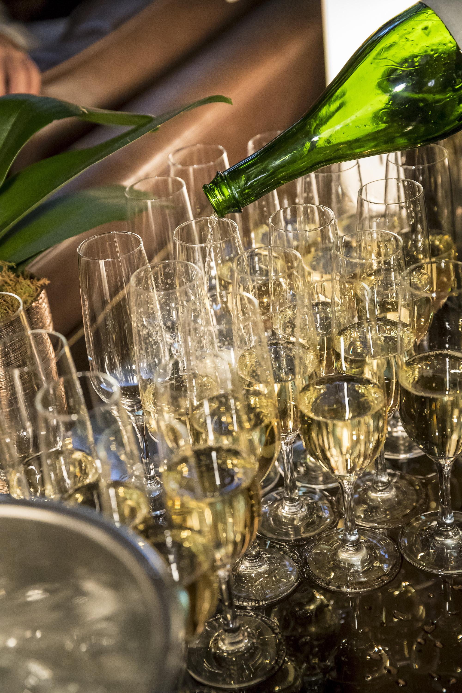 Champagne anyone?.jpg
