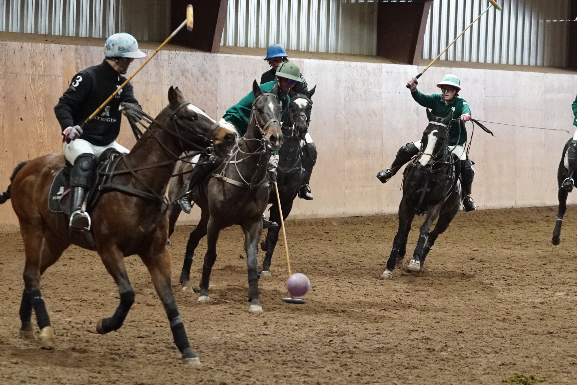 Nic Roldan of U.S. Polo Assn. works his way.JPG